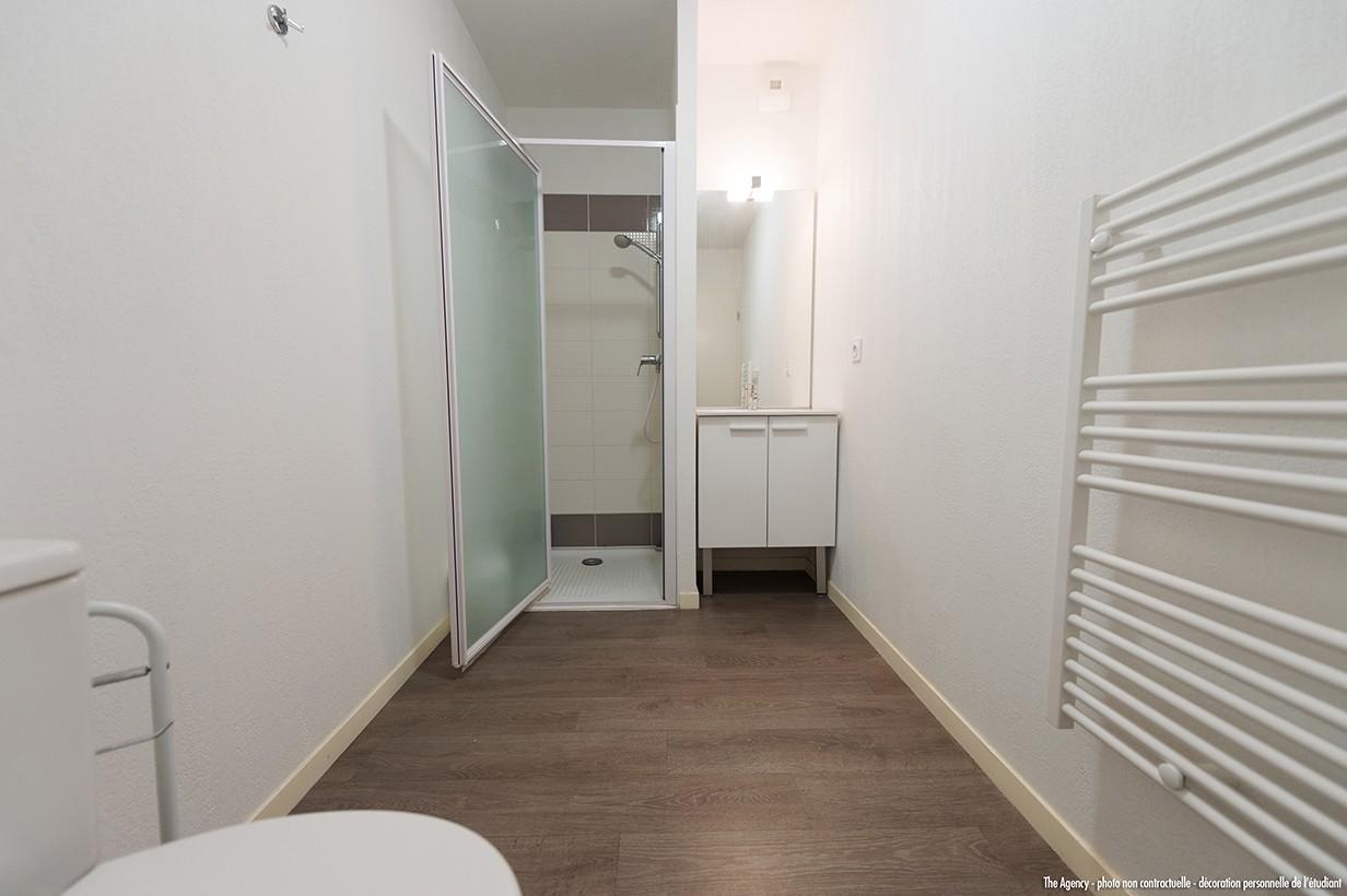 image  2019 06 21 residence etudiante suitetudes h2O la rochelle salle de bain