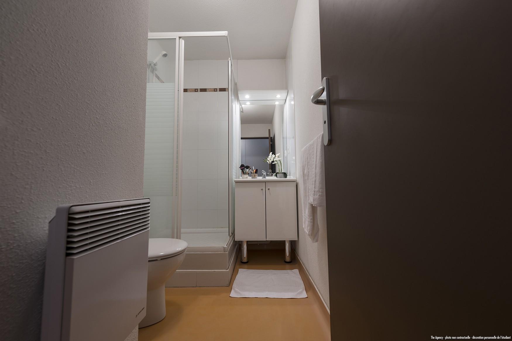 image  2019 06 21 residence etudiante suitetudes nevers studio salle de bain 2