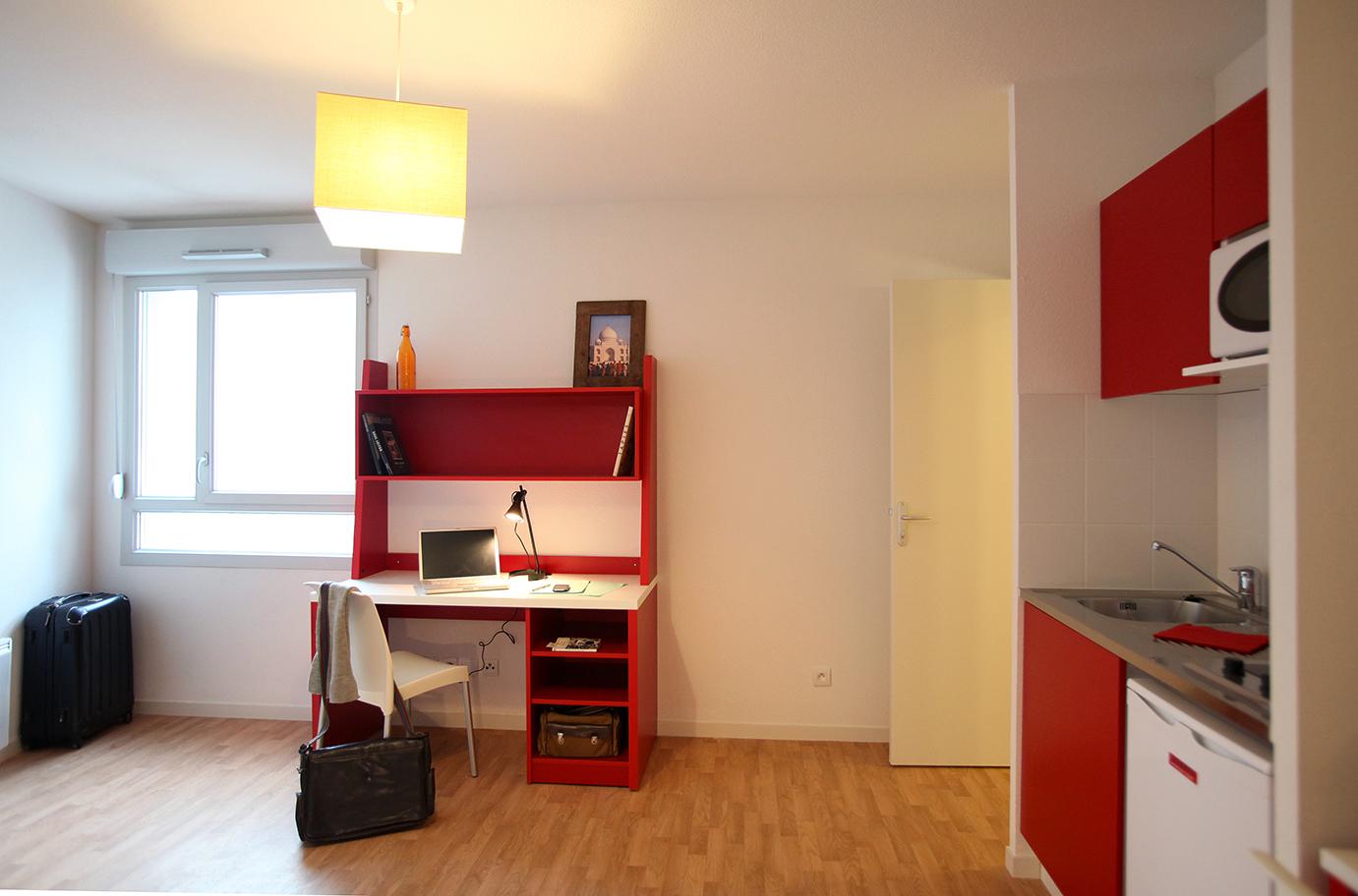 image  2019 06 21 suitetudes residence etudiante suitetudes andromaque villeurbanne studio bureau.JPG