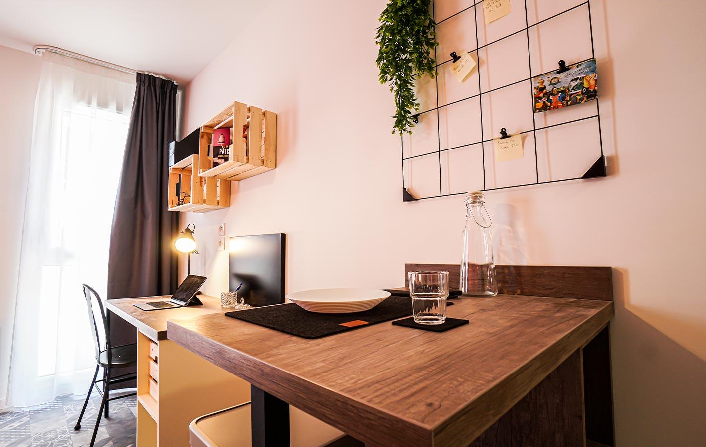 image  2021 06 14 residence etudiante suitetudes biscuiterie caen studio table